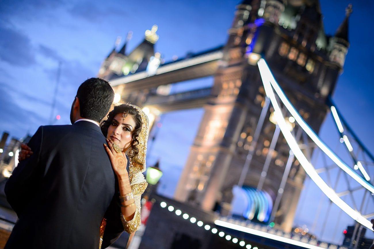 Tower Bridge wedding photo session